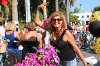 NEYZEN TEVFIK - Süslü Kadınlar Turistlerin İlgi Odağı Oldu