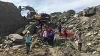 KAMYON ŞOFÖRÜ - Toprak Altında Kalan Kamyon Şoförünün Cesedine Ulaşıldı