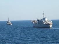 SAVAŞ GEMİSİ - Ukrayna Gemileri Rus Deniz Sularında İlerliyor
