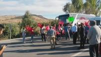 Akü Geri Dönüşüm Tesisine Karşı Çıkan Köylüler Yol Kapattı