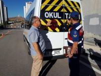 EMNIYET KEMERI - Jandarmadan Servis Araçlarına Denetim