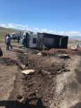 KARAYOLLARI - Karayolları Kamyonuyla Beton Mikseri Çarpıştı Açıklaması 2 Yaralı