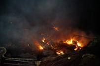 İTFAİYE ARACI - Kastamonu'da 9 Ev Yangında Kullanılamaz Hale Geldi