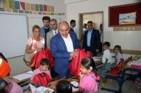 KIRTASİYE MALZEMESİ - Kilis'te Öğrencilere Kırtasiye Malzemesi Dağıtıldı