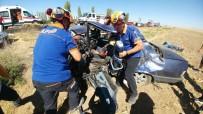 ÖMER HALİSDEMİR - Niğde'de İki Otomobil Çarpıştı Açıklaması 1 Ölü, 4 Yaralı