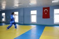 DÜNYA ŞAMPİYONU - Dünya Şampiyonu Azeri Sporcu, Türk Milli Takımı'nı İstiyor