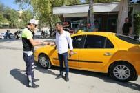 TAKSİ DURAKLARI - Polisten Bilgilendirici Broşür Dağıtımı