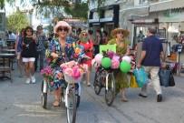 ALAÇATı - Süslü Kadınlar, Bisikletleri İle Alaçatı'yı Renklendirdi