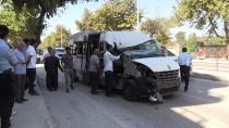 Yalova'da Minibüs Kamyonete Çarptı Açıklaması 8 Yaralı