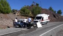 MUSTAFA YıLDıRıM - Adıyaman'da Otomobiller Çarpıştı Açıklaması 6 Yaralı