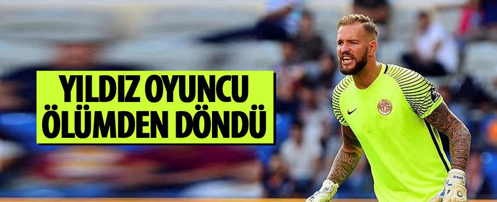 Antalyaspor'un kalecisi Boffin trafik kazası geçirdi