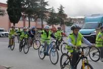 FARKıNDALıK - Bisikletleri İle Okullarına Gittiler