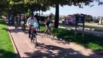 GELİN ARABASI - Gelin Arabası Yerine Bisiklete Bindiler