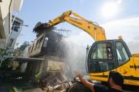 Her Açıdan - Muratpaşa'da Can Güvenliğini Tehdit Eden Binalar Yıkılıyor