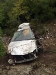 Otomobille 120 Metreden Uçtular, Ağaçlar Kurtardı Açıklaması 2 Yaralı