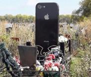 MEZAR TAŞI - Rusya'da İphone Şeklinde Mezar Taşı