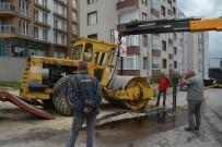 Sinop'ta İş Makinesi Devrildi Açıklaması 1 Yaralı