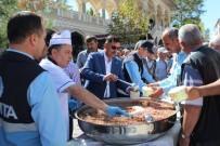 İFTAR YEMEĞİ - Turhal'da Aşure Dağıtıldı