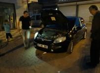 Arabanın Motor Kısmına Giren Kedi Kurtarıldı
