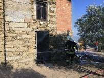 BUZDOLABı - Gaz Kaçağı Evi Yaktı