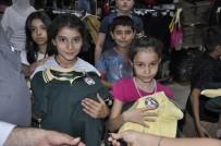 OKUL KIYAFETİ - Hayırsever İş Adamı 300 Çocuğun Yüzünü Güldürdü