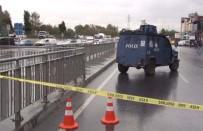 ŞÜPHELİ PAKET - İstanbul'da Şüpheli Paket Alarmı Açıklaması Fünye İle Patlatıldı