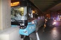 HALK OTOBÜSÜ - Mecidiyeköy'de Özel Halk Otobüsü İle Otomobil Çarpıştı