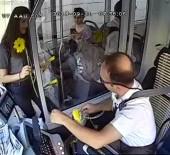 DAYAK - Yolcuları Çiçeklerle Karşılayan Şoför Açıklaması 'Bir Gülücük Bile Çiçek Kadar Değerlidir'