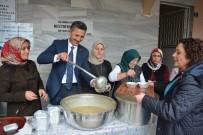 Belediye Ve AK Parti Kadın Kolları Aşure Dağıttı