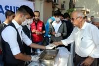Erzincan Gençlik Merkezi'nden Vatandaşlara Aşure İkramı