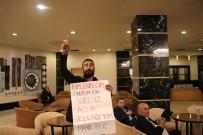 EMEKLİLİK YAŞI - İzmir Büyükşehir Belediyesi'nde İşten Atılan İşçi CHP'lilerin Toplantı Yaptığı Otelde Eylem  Yaptı