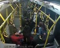 BÜYÜKDERE - Köprünün Ayağına Çarpan Otobüsün Kaza Anı Kamerada