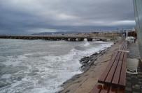 BALIKÇI TEKNESİ - Marmara'daki Fırtına Dinmiyor