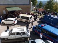 ÖĞRENCİ SERVİSİ - Öğrenci Servisiyle Çarpışan Motosikletli Hayatını Kaybetti