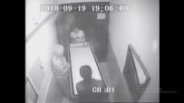 CİNAYET ZANLISI - Öldürülen Gencin Cesedinin Ranza İçerisinde Binadan Çıkarılması Kamerada