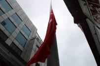 ÇAY OCAĞI - Rüzgarın Yırttığı Dev Türk Bayrağı Yenilendi