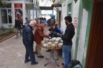 Sinop'ta Cuma Namazı Çıkışı Aşure Dağıtıldı