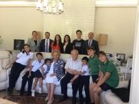 LİSE ÖĞRENCİ - Türkiye'nin Eğitim Duayeni Nüket Ersoy'a Anlamlı Ziyaret