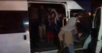 15 kişilik minibüsten 53 kaçak göçmen çıktı