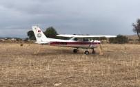 KEŞİF UÇAĞI - Arızalanan Uçak Mahalleye Acil İniş Yaptı