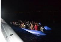 FILDIŞI SAHILI - İzmir'de 61 Düzensiz Göçmen Yakalandı