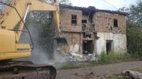 KOZLUCA - İzmit Köylerindeki Metruk Yapılar Yıkılıyor