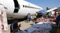 Trabzon'da Pistten Çıkan Uçağı Pazar Yerinde Gören Pazarcılar Ne Yapacağını Şaşırdı