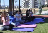 Tunceli'de Anne Adayları Doğada, Yoga İle Doğuma Hazırlanıyor