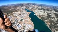 Tunceli'de Paraşütçülerin Deneme Uçuşları Nefes Kesti