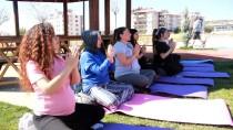 Tuncelili Anne Adayları Doğada Yoga İle Doğuma Hazırlanıyor