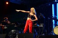 ALEYNA TİLKİ - Aleyna Tilki, Üzüm Festivalinde Sahne Aldı