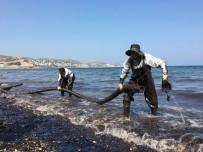 FUEL OIL - Foça'da Denizdeki Akaryakıtı Temizleme Çalışmaları Devam Ediyor