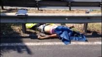 YEŞILDERE - İzmir'de Minibüsün Çarptığı Motosiklet Sürücüsü Öldü