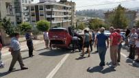 DERECIK - Kamyonetin Çarptığı Otomobil Rampa Yukarı Takla Attı Açıklaması 2 Yaralı